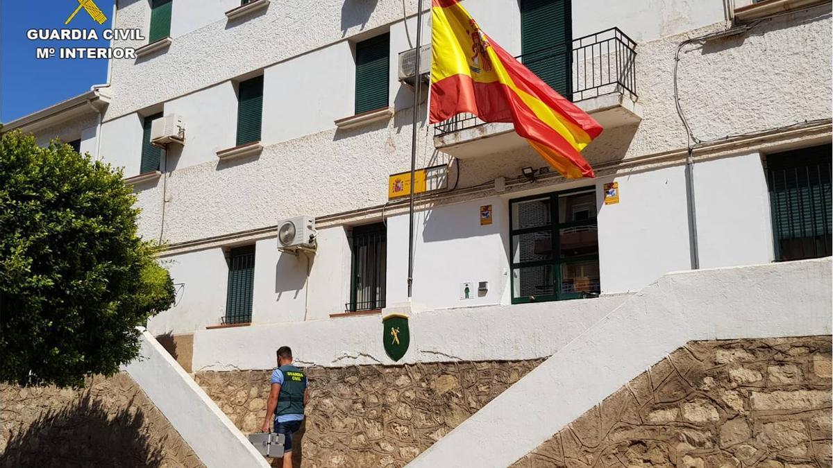 Fachada del cuartel de la Guardia Civil de La Vila Joiosa que ha llevado a cabo las investigaciones.
