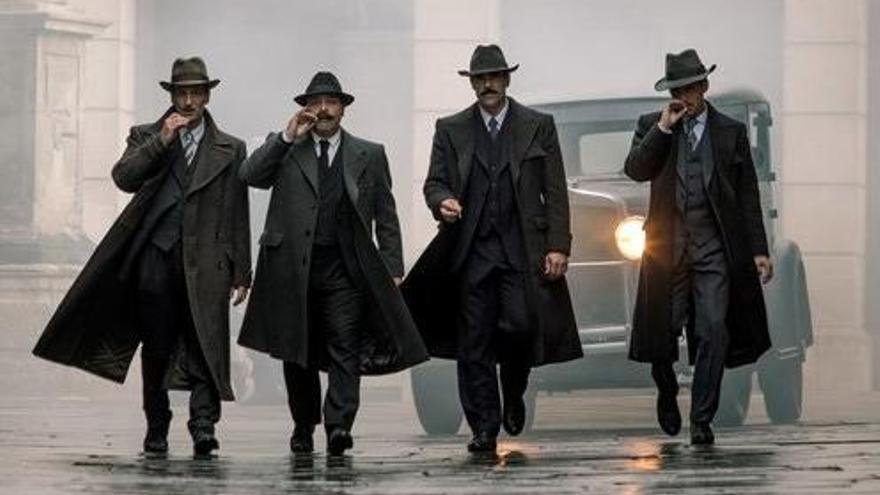 CARTELLERA | La Barcelona del pistolerisme aterra als cines amb «La sombra de la ley»