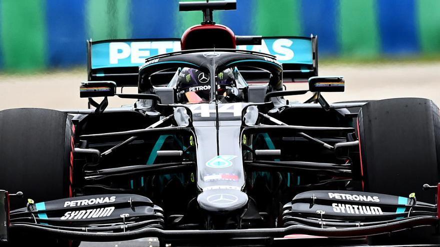 Hamilton manda en seco y Vettel emerge sobre mojado en los libres de Hungría