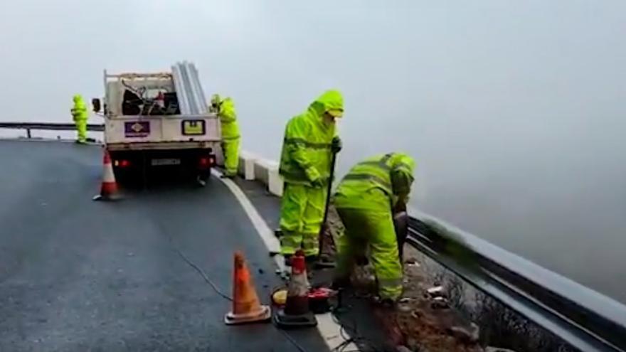 Reparan el quitamiedos de la carretera canaria en la que falleció una familia asturiana