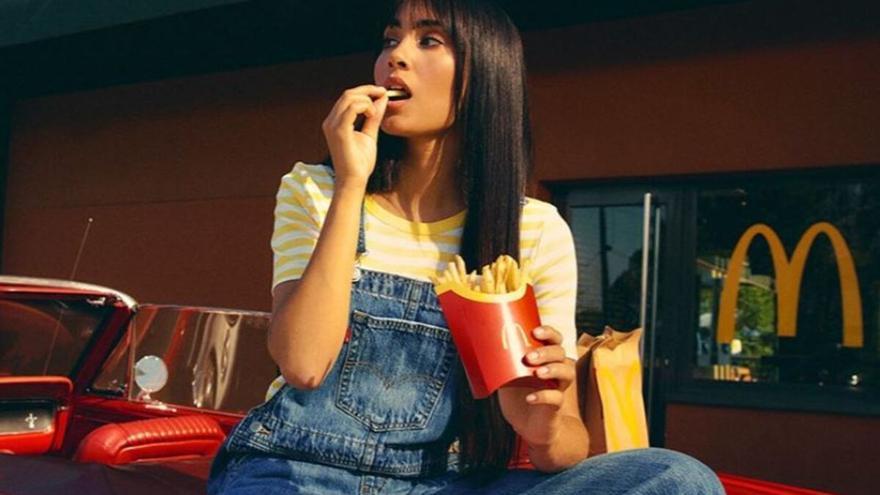 Linchamiento contra Aitana por promocionar un ultracalórico menú en McDonalds: esto es lo que lleva