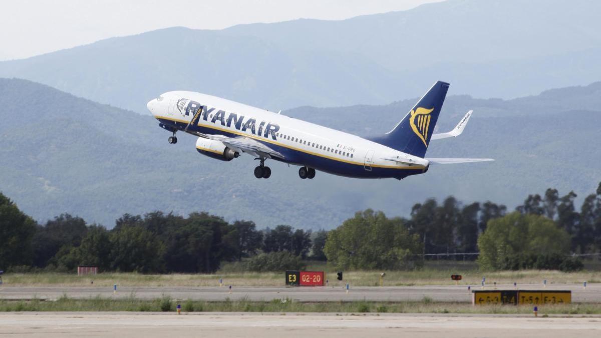 Un avió de la companyia Ryanair.
