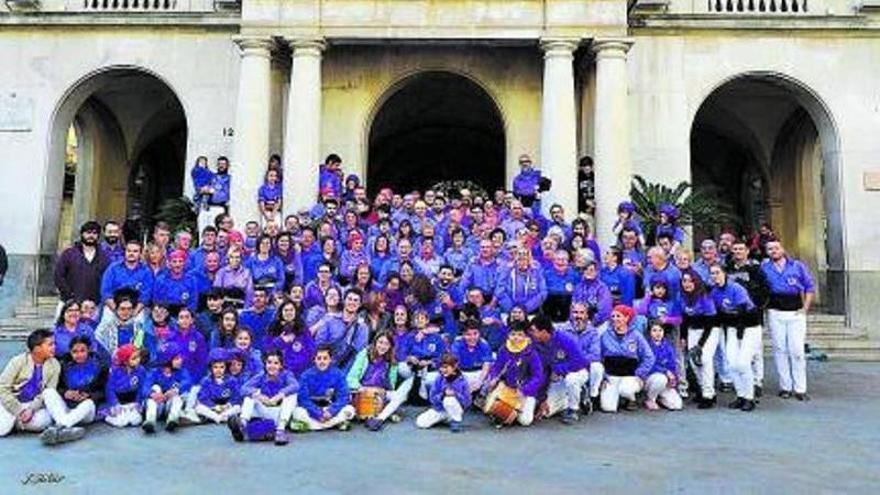 Els castellers de Figueres celebren 25 anys retornant a la «normalitat»