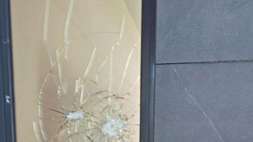Unos vándalos atacan y causan daños en la escuela infantil de Agullent