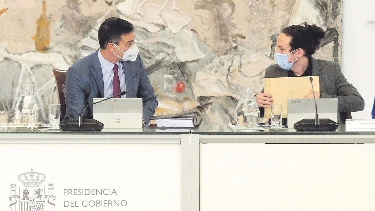 Sánchez e Iglesias durante un Consejo de Ministros.
