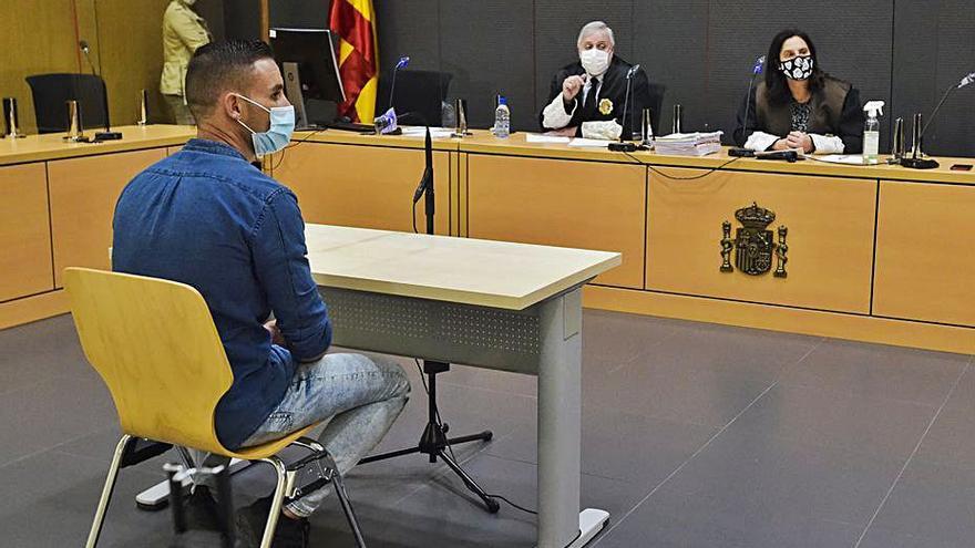 'El empujón en el pantalán' pasa de ser tentativa de homicidio  a un delito de lesiones