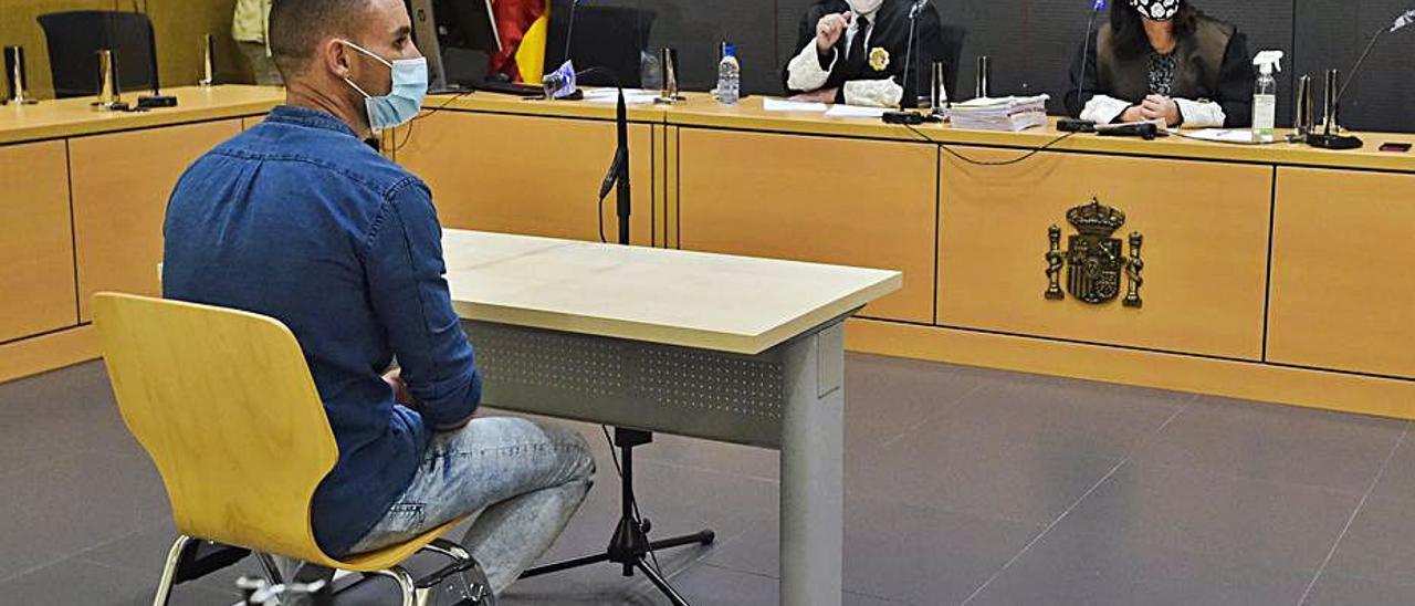 Martín C. L. ayer, durante el juicio en su contra. | | ANDRÉS CRUZ