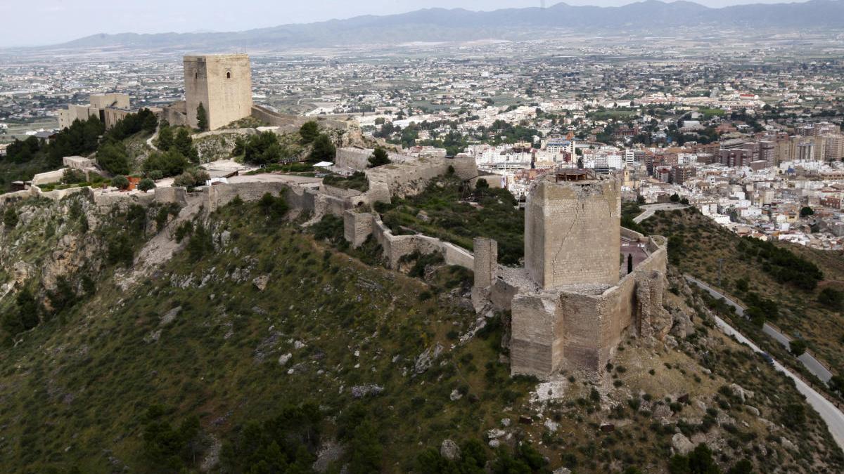 La Torre del Homenaje. la eterna custodia del Valle del Guadalentín