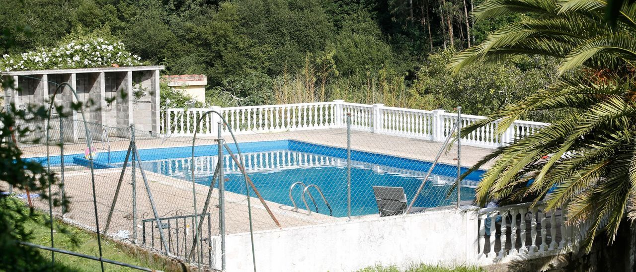 La piscina de la granja-escuela de La Bouza.