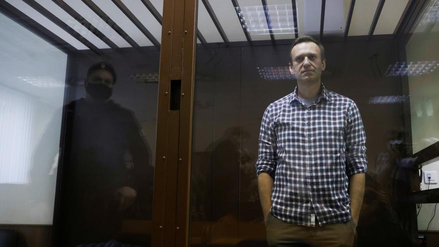 """Rusia dice que Navalni """"se ha recuperado más o menos"""" de su huelga de hambre"""