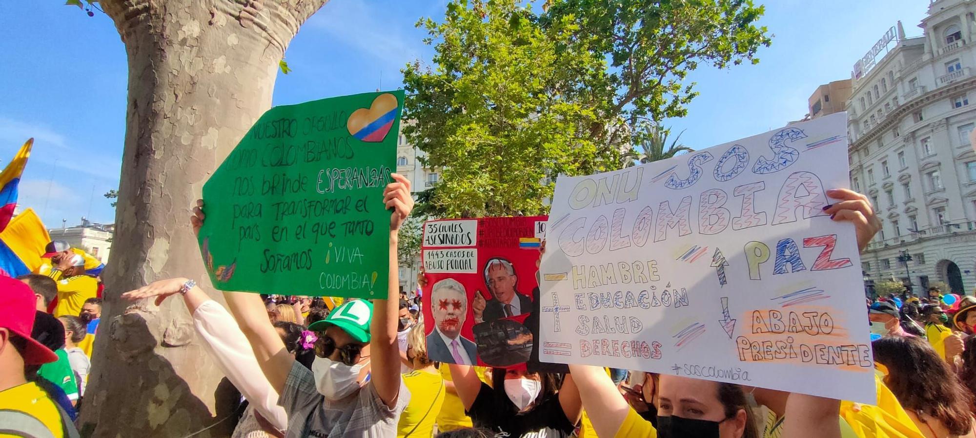 Decenas de colombianos se concentran en València en contra del gobierno de su país