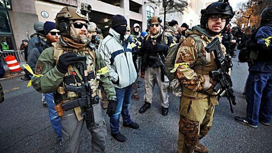 Milers de persones armades    es manifesten als Estats Units