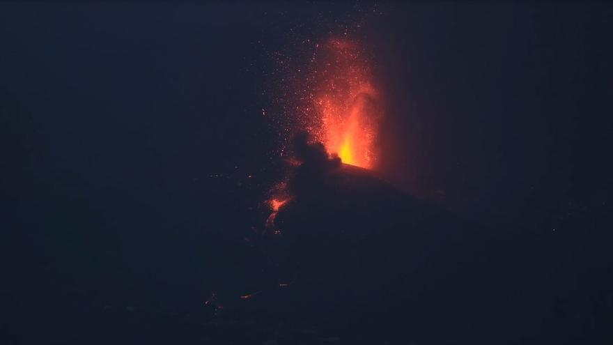 El rumor del volcán de La Palma en la tercera noche de erupción