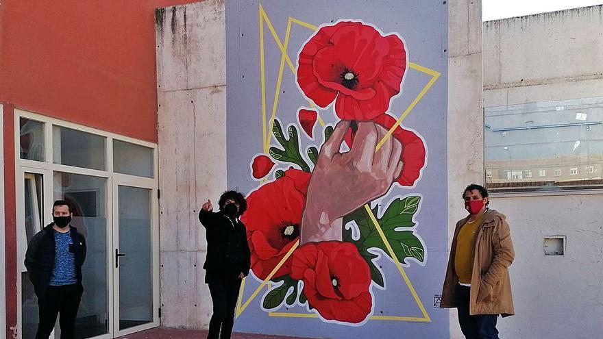 Toro rinde un homenaje a las víctimas del COVID con un mural de Carlos Adeva