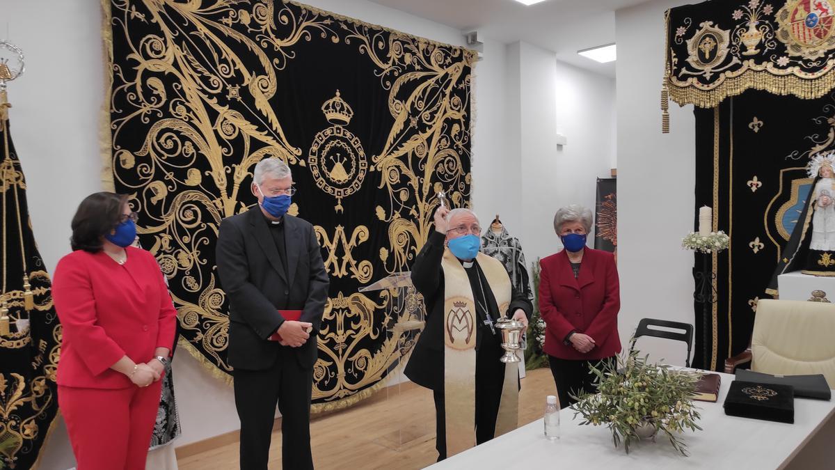 Un momento de la bendición de la nueva sede de la hermandad