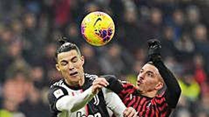 Un penal a última hora permet a la Juventus empatar en l'anada a Milà