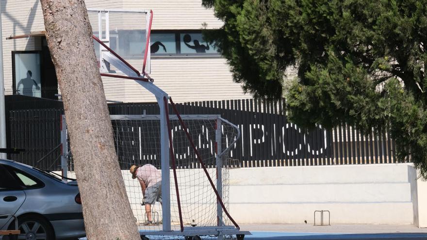 La propiedad de la EFA del Campico despide a su director tras la admisión de alumnas