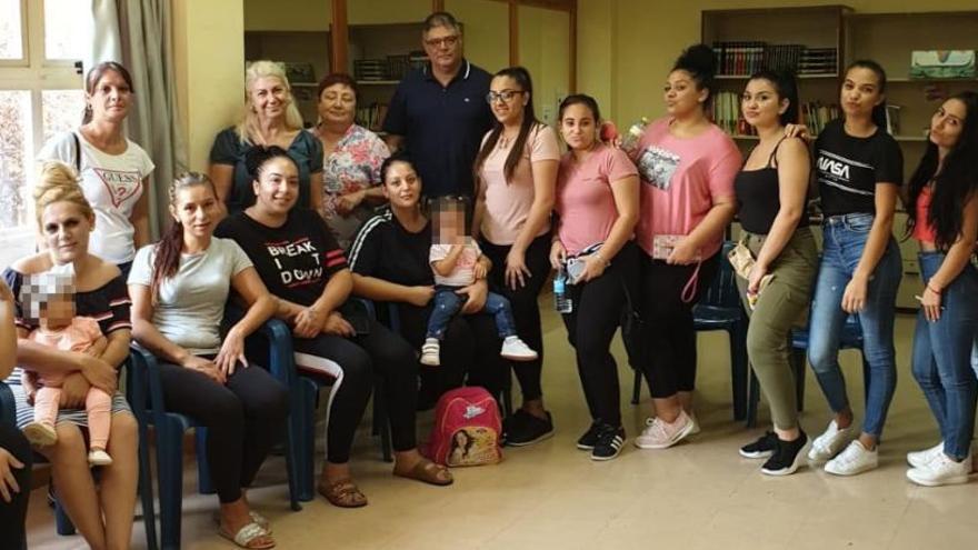 Gran acogida de los talleres sociales para mujeres gitanas de Sagunt