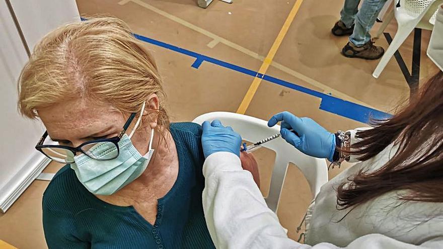 Más de 5.000 personas ya se han vacunado en el punto de Xirivella