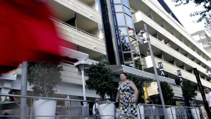Azora compra los cinco hoteles que el grupo Med Playa tiene en Benidorm