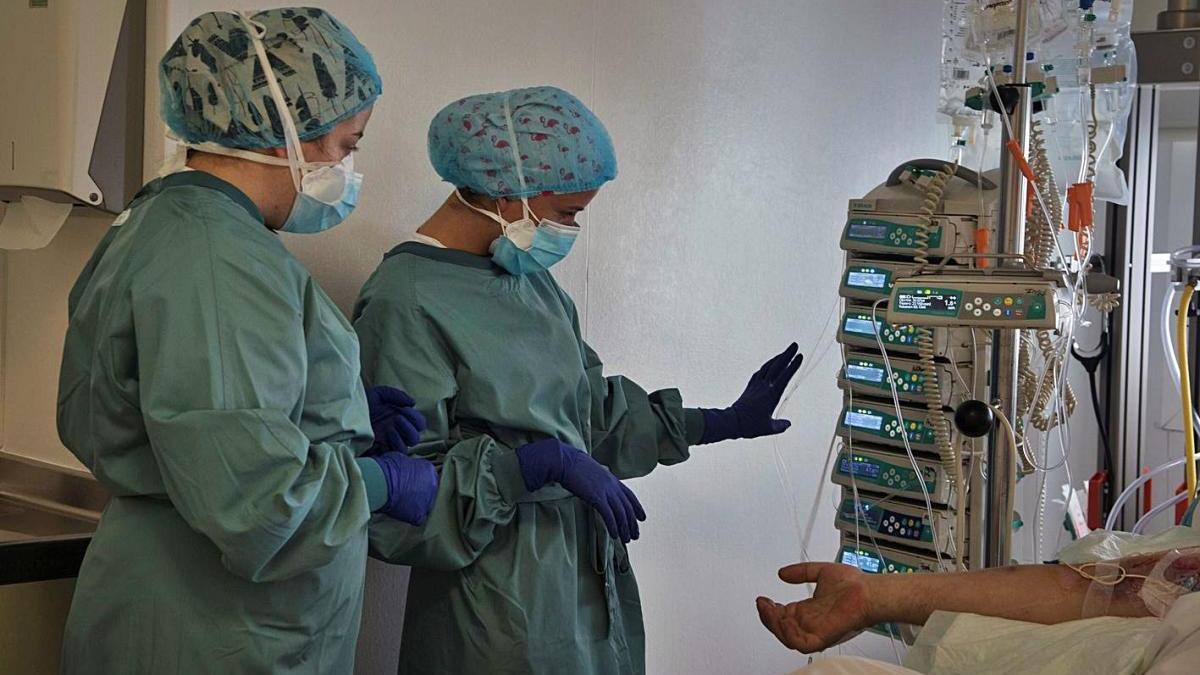 L'Hospital d'Igualada entra en fase crítica i trasllada malalts d'UCI a altres centres