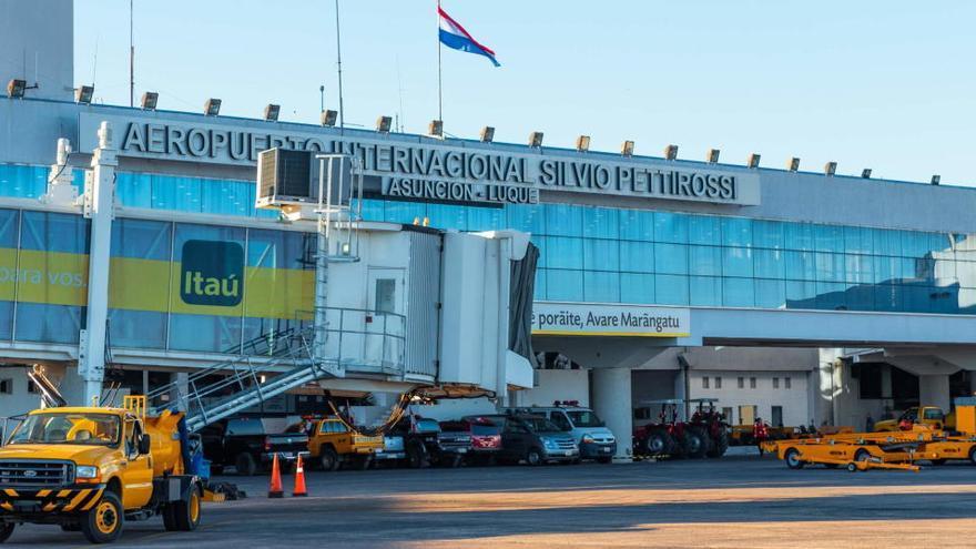 Al menos siete muertos al estrellarse una avioneta militar en Paraguay