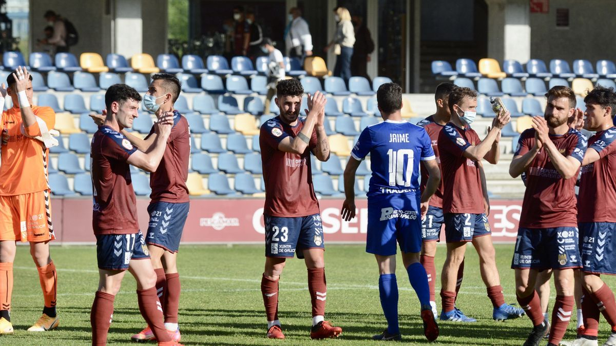 El Pontevedra tras el partido ante el Covadonga en Pasarón  (Archivo).