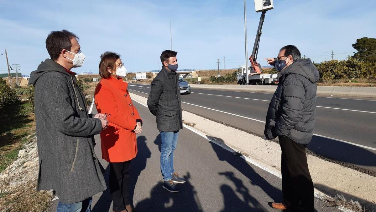 Benicarló instala 23 farolas led en la carretera del polígono El Collet