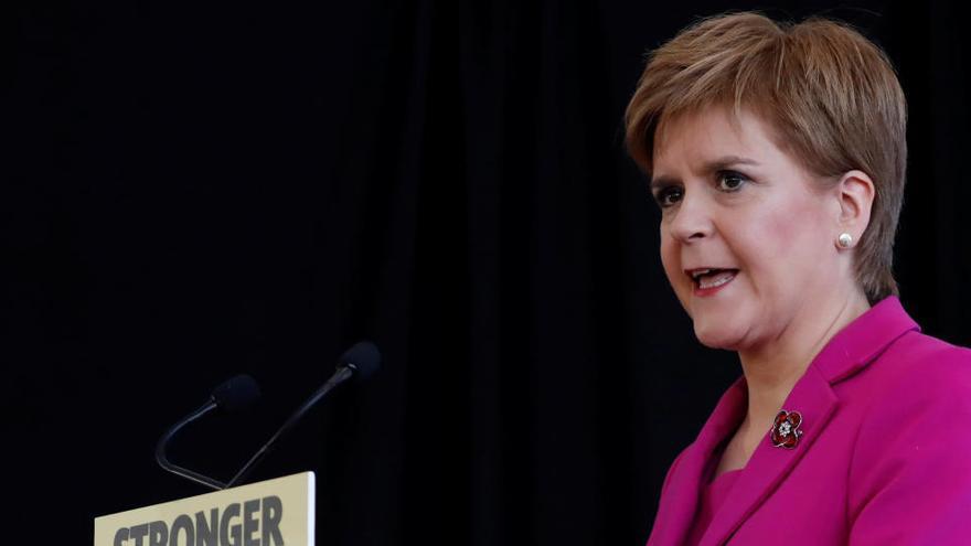Escocia vuelve al confinamiento estricto por el avance de la pandemia