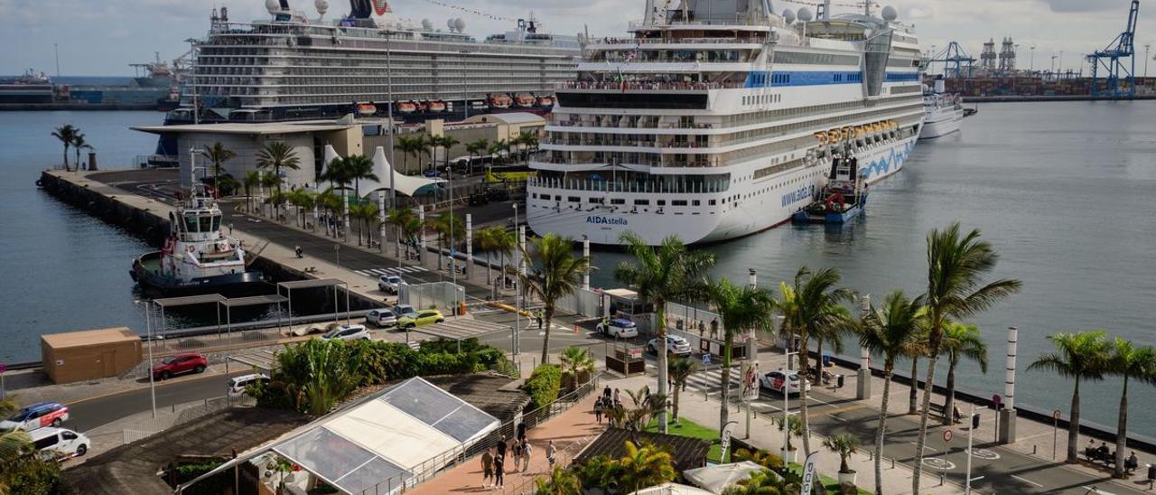 Cruceros en el Muelle Santa Catalina de Las Palmas de Gran Canaria.