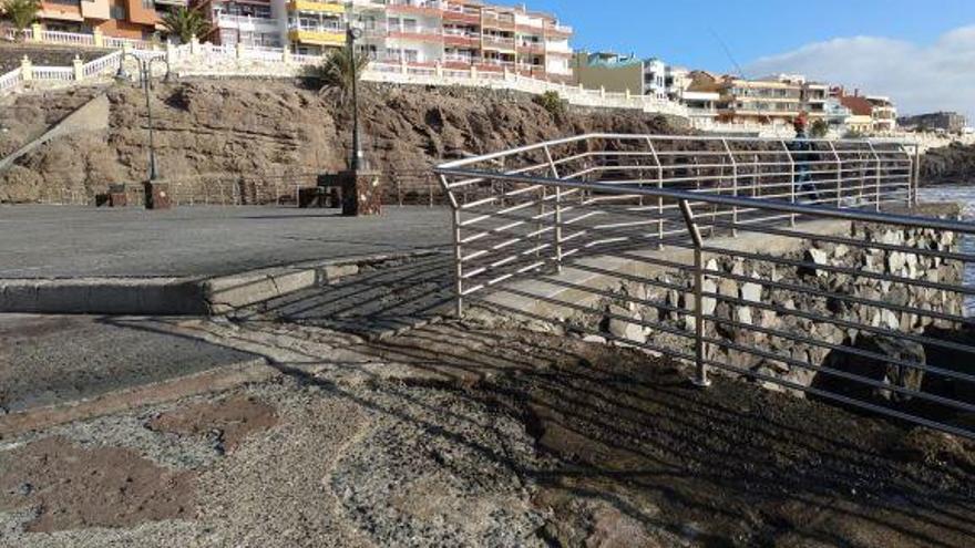 Costas finaliza las obras de mejora de la seguridad del muelle de Melenara