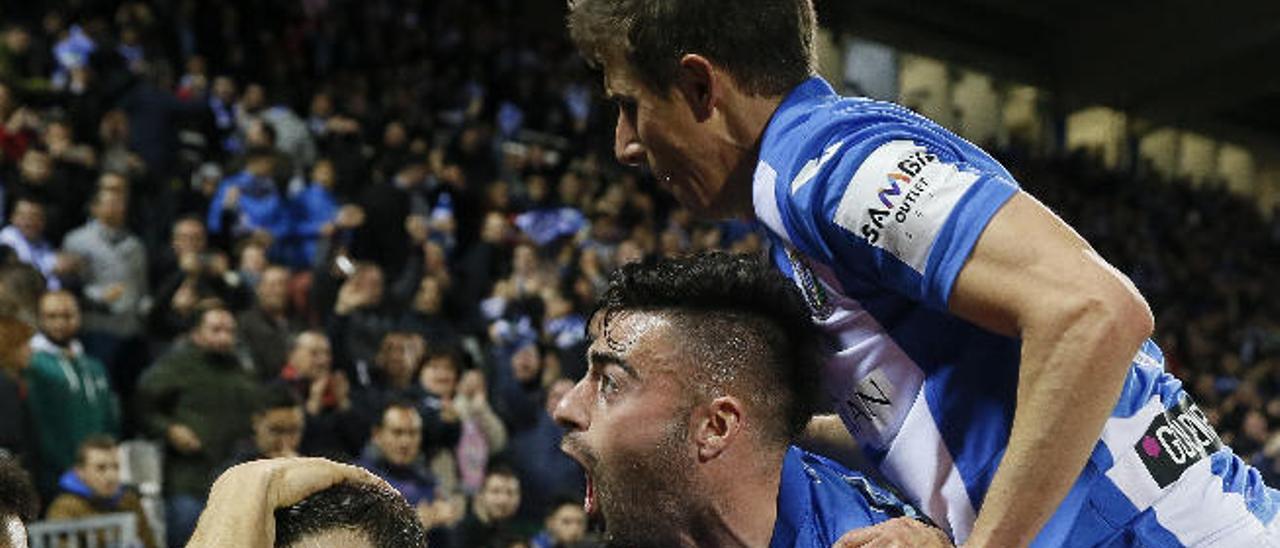 Los jugadores del Leganés celebran un gol durante la victoria frente al Deportivo en Butarque.