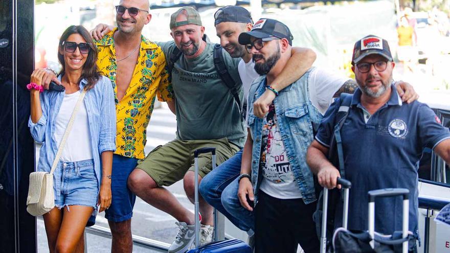 Turistas en Ibiza, entre la tranquilidad y la nostalgia por el ocio nocturno
