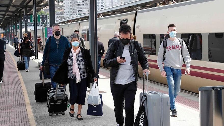 El nuevo Alvia con Madrid vía Santiago reduce en 30 minutos el viaje porque recorta paradas
