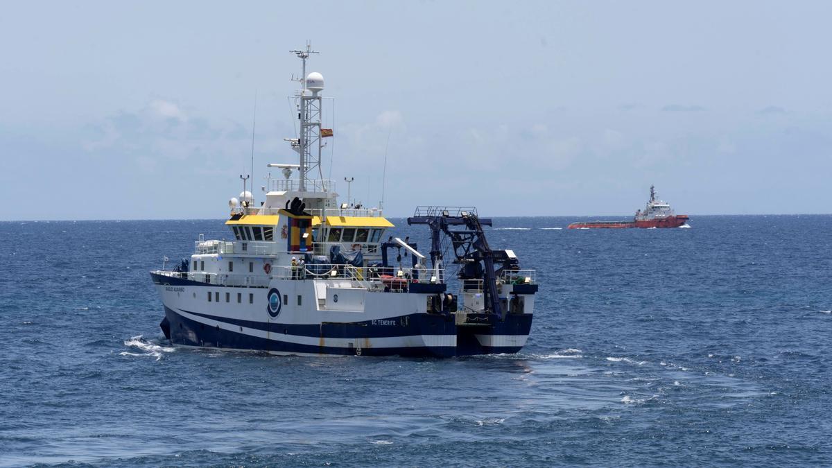 El vaixell 'Ángeles Alvariño' durant la recerca al mar de Tomás y Anna Gimeno