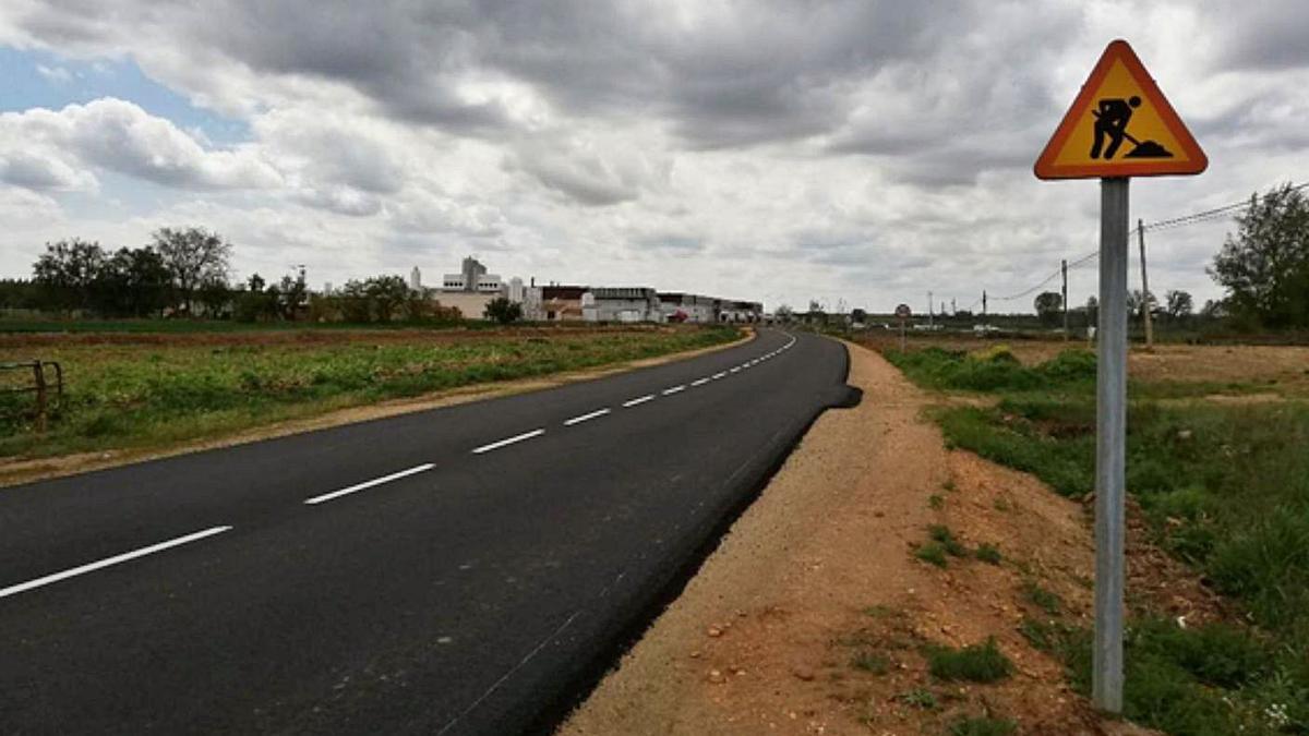 Mejoras en la carretera que une Santa Cristina y Mózar de Valverde.