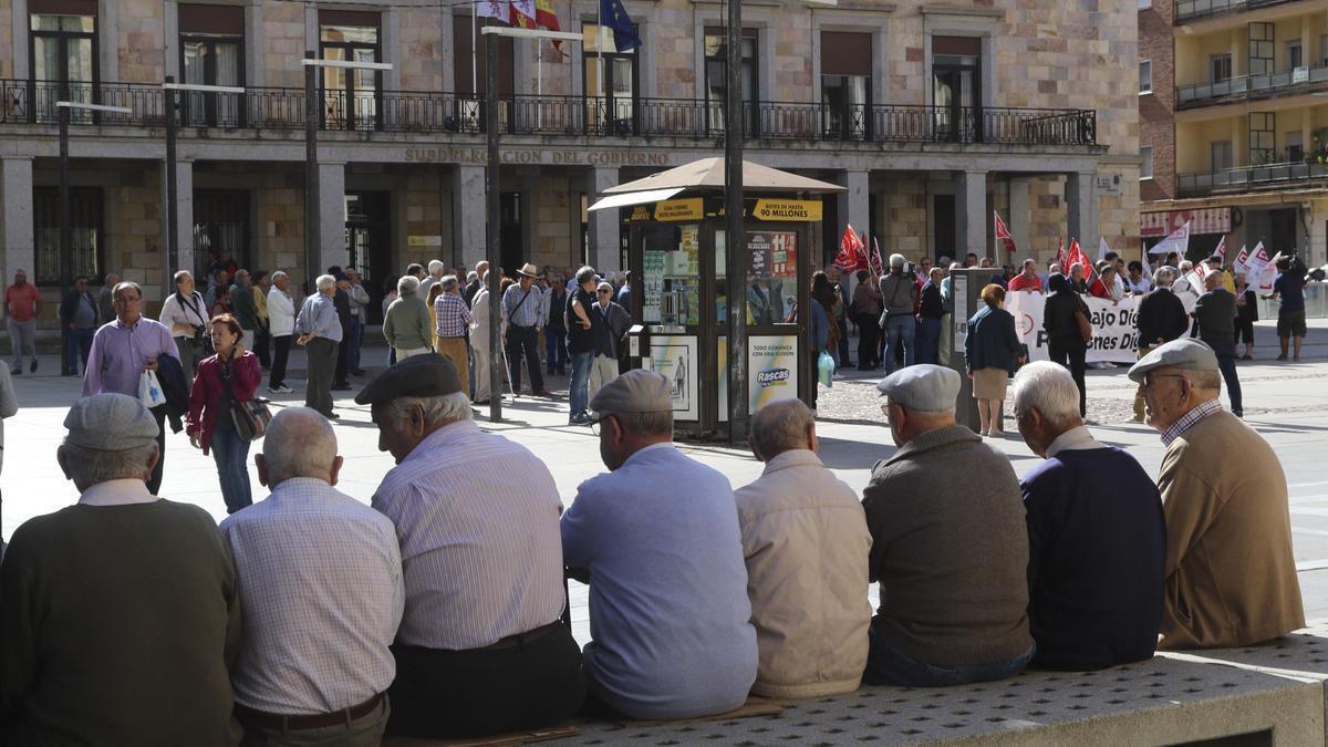 Jubilados en Zamora antes de la pandemia.