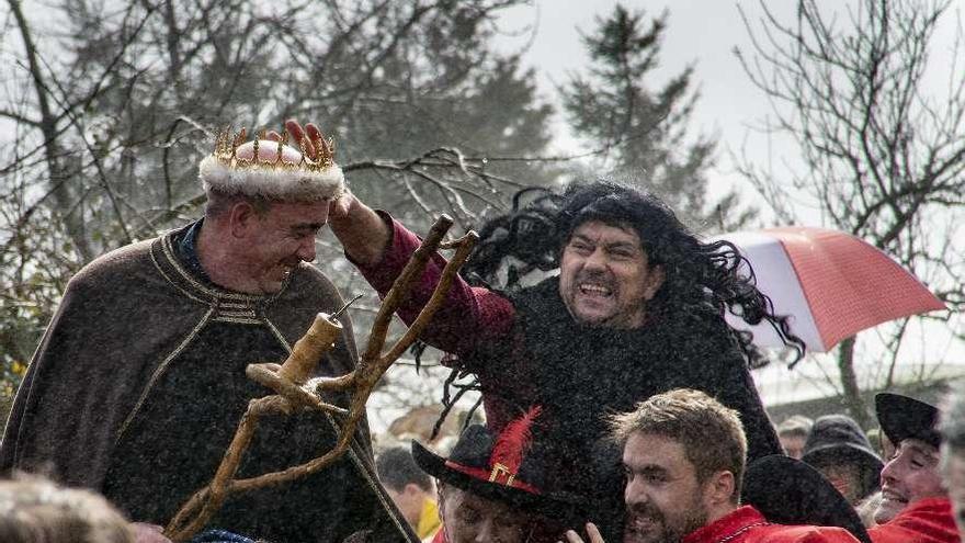 El rey conservó su corona en Covelo y el pueblo eligió larga vida para su entroido