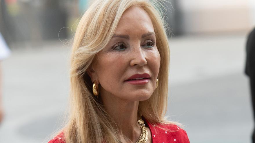 Carmen Lomana arremete sin piedad contra Rocío Carrasco