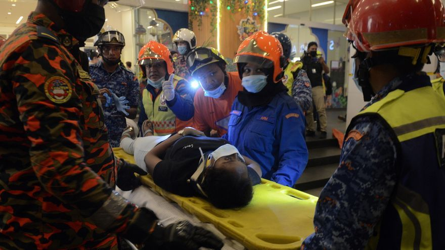Más de 200 heridos en el choque de dos trenes del metro en Malasia