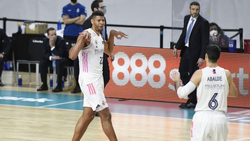 Impresionante: Tavares mete su primer triple en la ACB y sentencia el partido