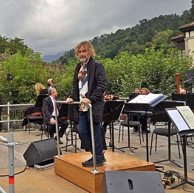 Ramón Prada, sobre el escenario, momentos antes de empezar el concierto. |