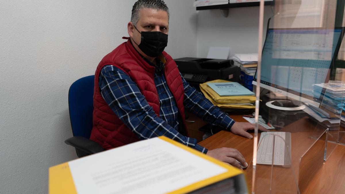 Javier Casaseca en las oficinas de Plus Gestión Asesoría, en la calle de San Torcuato.
