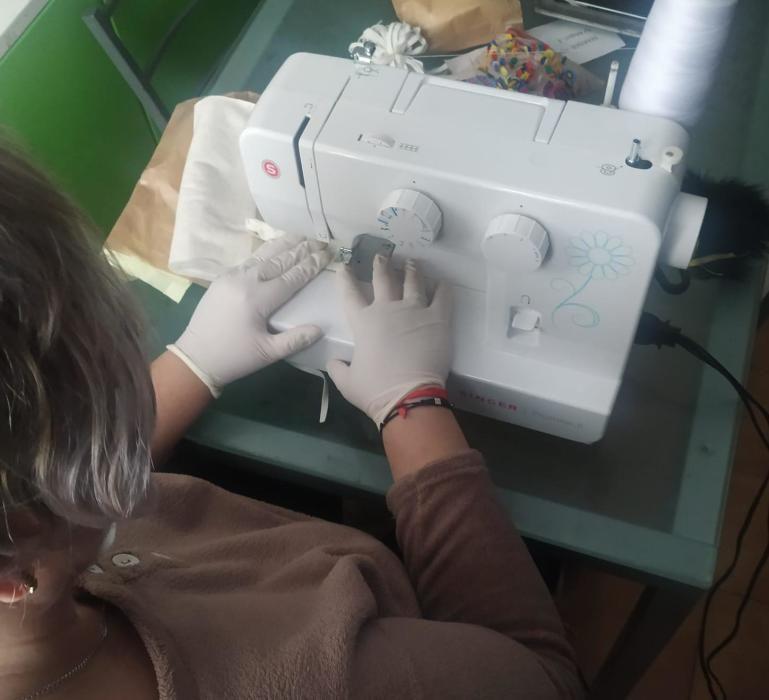 Medio centenar de mujeres protegen a Riba-roja