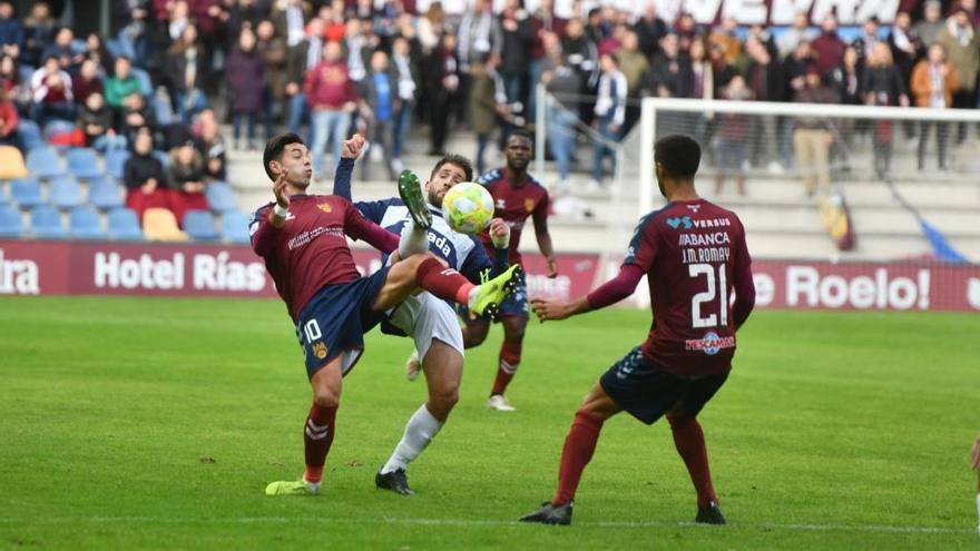 El Pontevedra derrota al Luanco en Pasarón y ya mira a la zona alta de la tabla