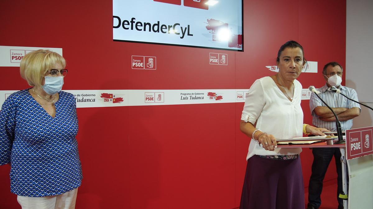 Ana Sánchez, junto a García Rioja y Martín Benito