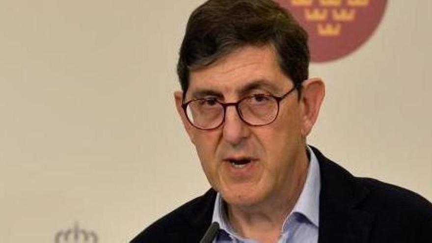 """Villegas se disculpa pero no dimite porque """"la Consejería ha seguido el protocolo nacional"""""""