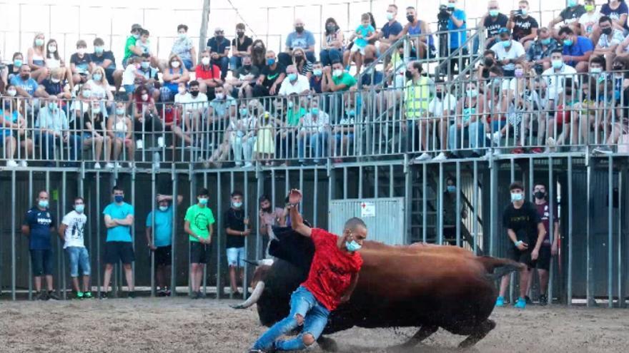 Los aficionados taurinos disfrutan con la primera jornada vespertina en Vila-real