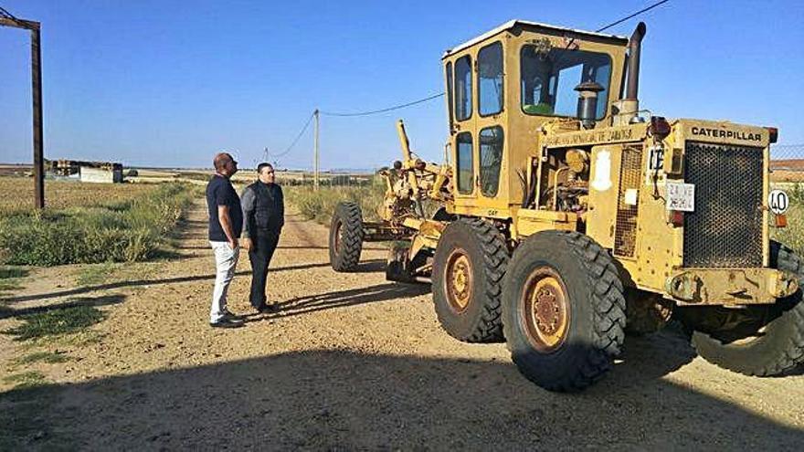 Reparan los caminos de Roales afectados por el granizo