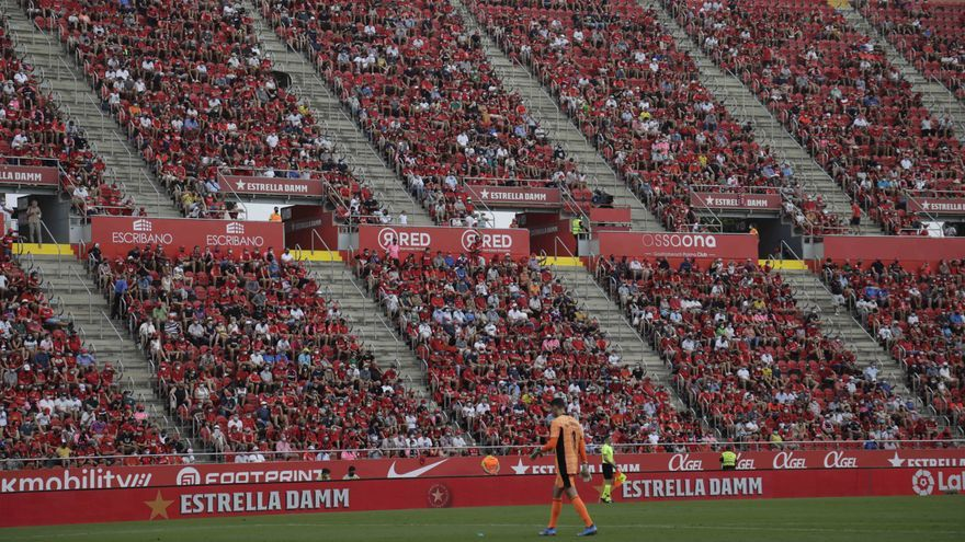 Una aficionada del Mallorca sufre una lipotimia en Son Moix durante el partido ante Osasuna